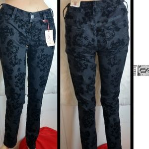 NWT Decree Super Skinny Floral Print Jeans